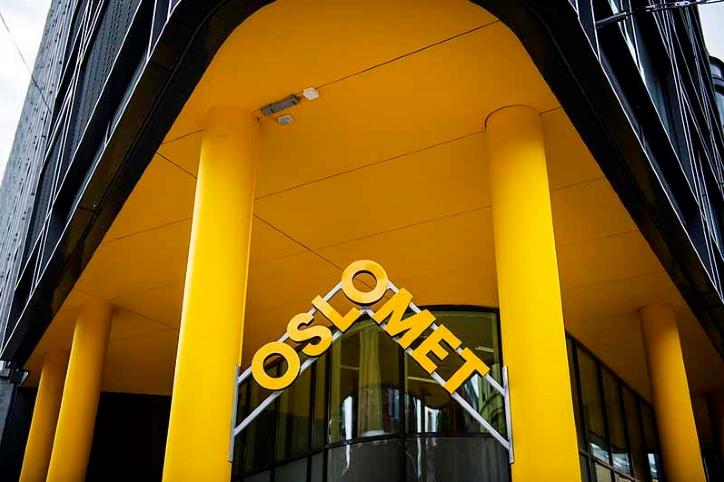 Gul fasade med OsloMet-logo